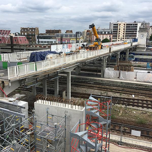 Passerelle de la gare de Juvisy en juin 20189