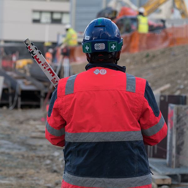 Salarié sur le chantier de la ligne 14 sud, lot 2