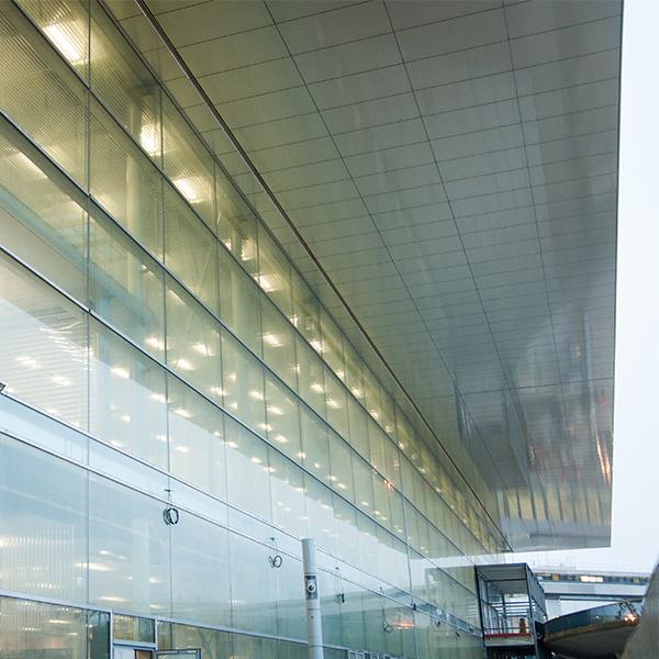 Vue extérieure d'Orly 3 à l'aéroport de Paris-Orly - Crédit : Aline Boros