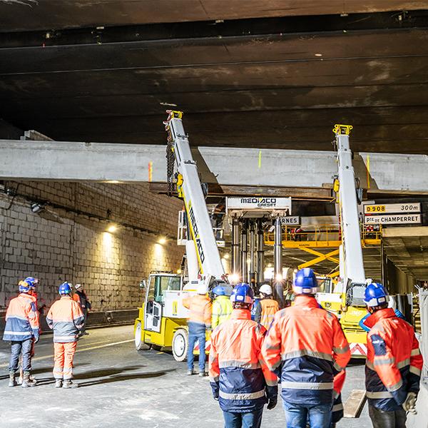 Pose de poutre au tunnel de Courcelles en mars 2020