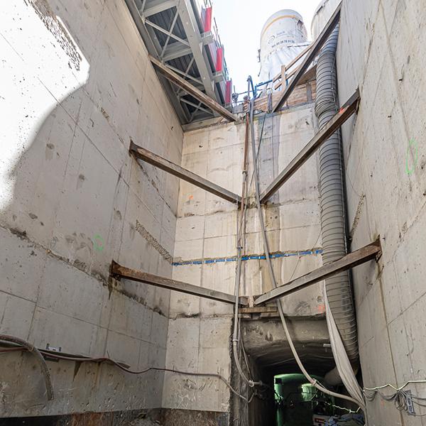 Vue du puits de la station Pyrénées