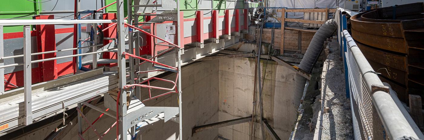 Vue du puits du chantier de la station Pyrénées