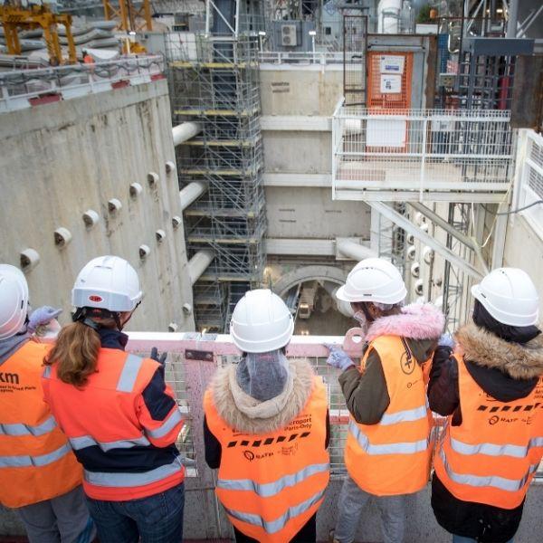 Elèves en visite sur chantier organisée par Chantiers & Territoires Solidaires