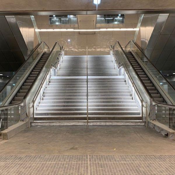 Escalier central de la station Mairie de Saint-Ouen - Ligne 14 Nord - Lot T09 - Décembre 2020