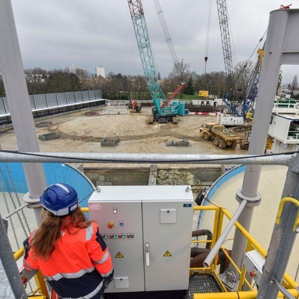 Femme de l'encadrement sur le chantier de la ligne 18 - Janvier 2021