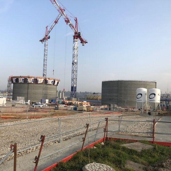 Vue sur 2 digesteurs de la station d'épuration Seine Aval d'Achères - Biogaz - Mars 2021